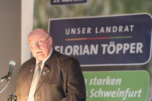 Altbürgermeister Emil Heinmann stellt die von ihm geleitete Wählerinitiative für Florian Töpper vor