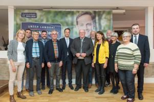 Florian Töpper mit Unterstützer*innen der Wählerinitiative