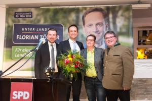 Stefan Rottmann, Kai Niklaus und Martina Braum gratulieren Florian Töpper zu seiner einstimmigen Nominierung