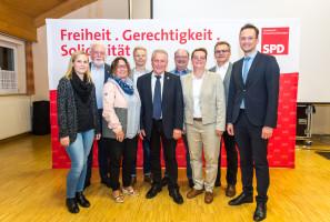 Landrat Florian Töpper mit den Kandidatinnen und Kandidaten aus dem Mainbogen