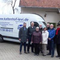 Das Foto zeigt von links die Kreisräte Stefan Rottmann, Erich Servatius, Helga Fleischer, Hans Fischer, Doris Schneider, den Kaltenhof-Geschäftsführer Helmut Veeh, sowie die Kreisräte Thomas Wohlfahrt und Hartmut Bräuer(nicht auf dem Bild Ruth von Truchse